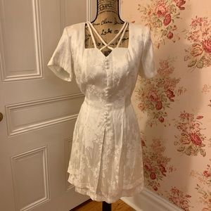 Beautiful Vintage White Short Sleeve Dress